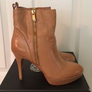 Vince Camuto Edorn booties